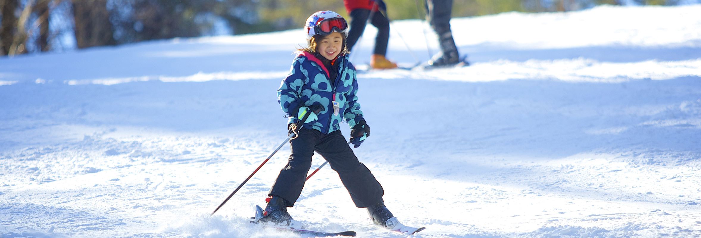 Photo of little girl skiing